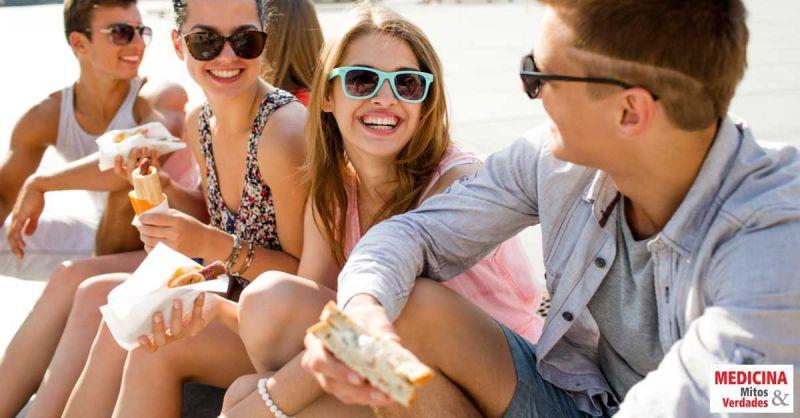Fast food e quiosques de praia: o que comer sem passar mal