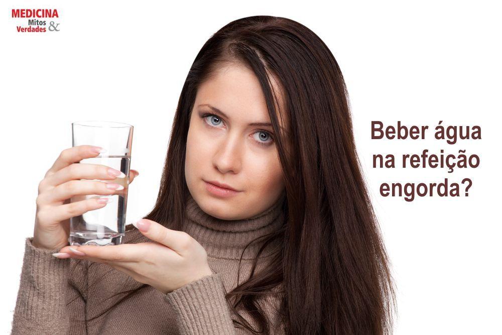Beber água na refeição engorda?